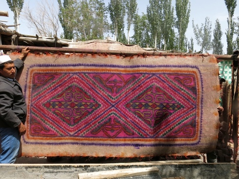 A complete felt rug, made in Yengisar.